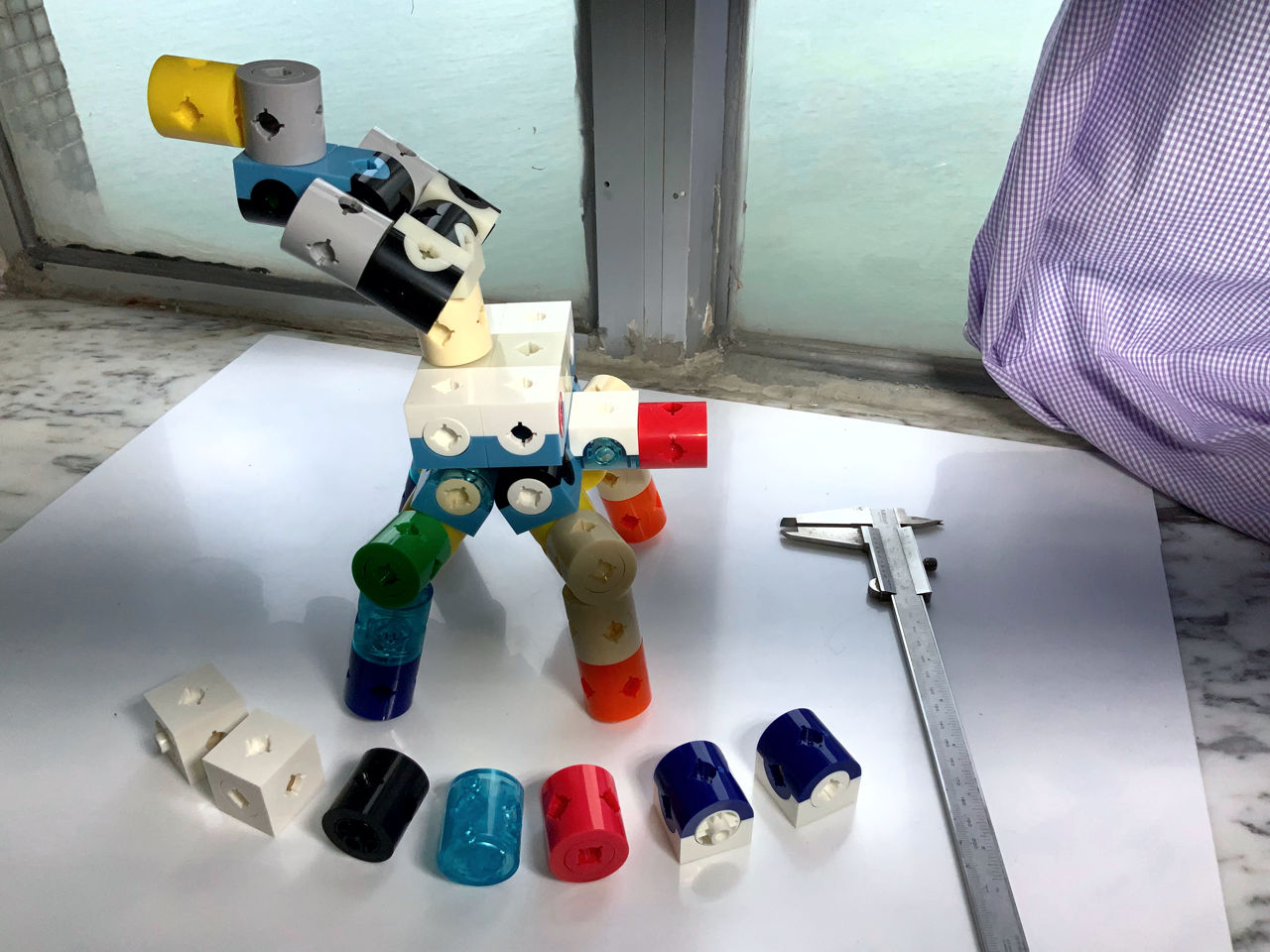Cube Building Blocks like voxel, Assembly Walking Machine