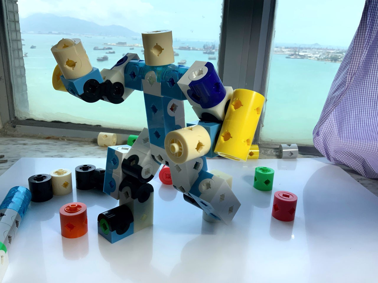 Cube Building Blocks like voxel, robot with joint assembly