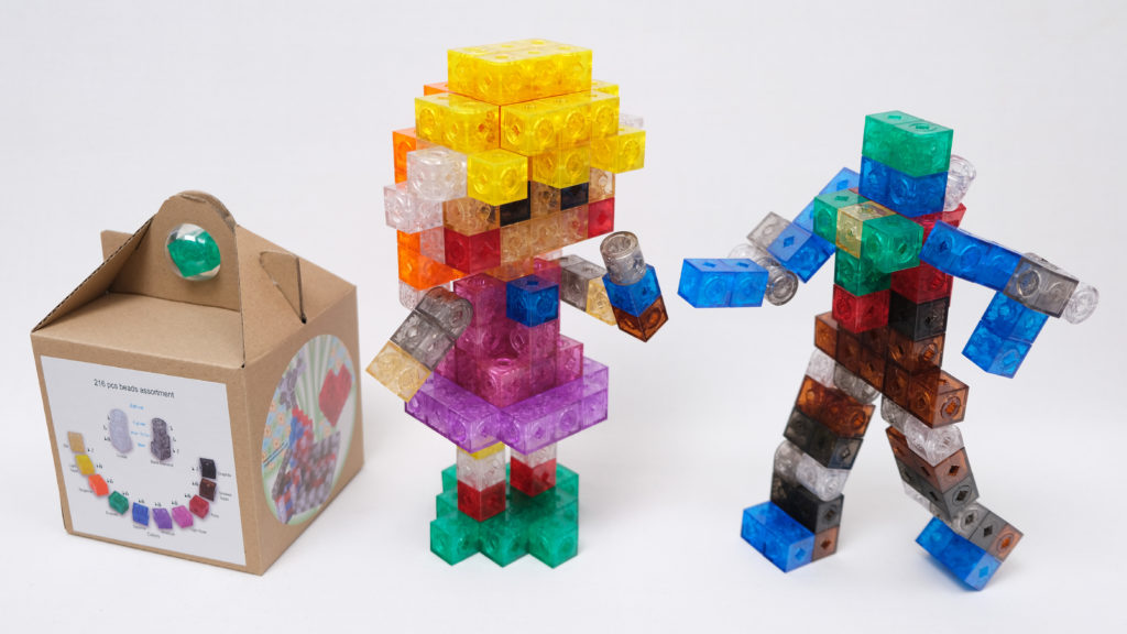 Assembled examples : Girl👧🏼 fighting with full joint robot🤖 used all building beads of small package (216 pcs)